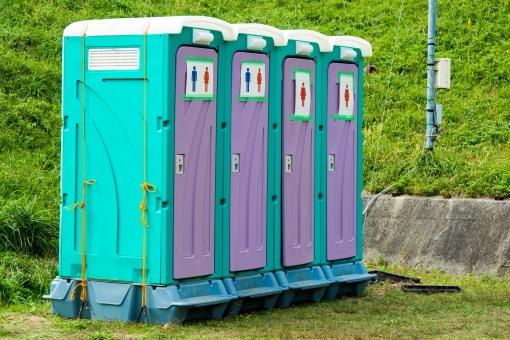簡易トイレ トイレ 屋外 女子トイレ 男子トイレ 千葉 外 匂い くさい 田舎 イベント フェス 移動 整列 並ぶ 生理現象 コンサート 会場 公衆トイレ