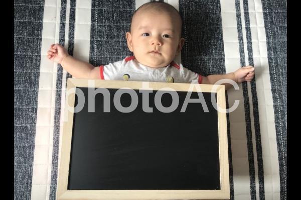 赤ちゃん黒板の写真