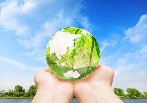 地球儀 エコ イメージ エコイメージ 手 救う 緑 葉っぱ 木 森 林 透ける 透明感 クリーン クリーンエネルギー 地図 世界 日本 グローバル 自然 地球 植物 環境 ビジネス コピースペース 人物 明るい 背景 エコロジー 緑色 エネルギー 自然エネルギー 日本列島 晴れ 清潔 省エネ 透明 エコロジーイメージ ナチュラル グリーン 夏 eco 青空 空 青 雲 河 川 湖 水