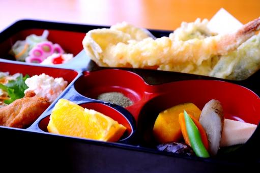 和定食 和食 定食 食べ物 天ぷら 煮付け 唐揚げ ミカン 野菜 果物 惣菜 彩 カラフル 鮮やか 美味しい