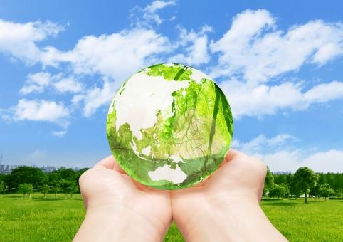 地球儀 エコ イメージ エコイメージ 手 救う 緑 葉っぱ 葉 木 森 林 透ける 透明感 クリーン クリーンエネルギー 地図 世界地図 日本地図 世界 日本 グローバル 自然 地球 植物 環境 ビジネス コピースペース 人物 明るい 背景 新緑 エコロジー 緑色 エネルギー 自然エネルギー 日本列島 晴れ 清潔 省エネ 透明 エコロジーイメージ ナチュラル グリーン 夏 eco 青空 空 青 雲