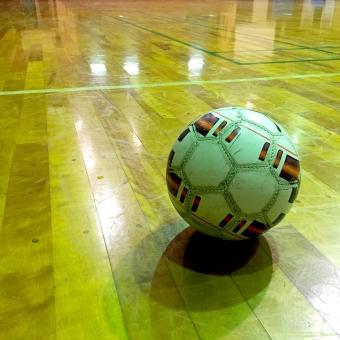 フットサルシューズ シューズ フットサルコート 屋内 競技場 天井 屋根 ドーム 多目的 スポーツ サッカー フットサル インドア 体育館 ボール フットサルボール