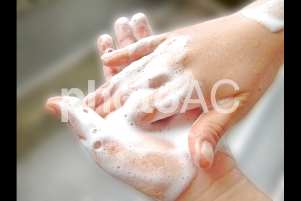 手を洗う 3の写真