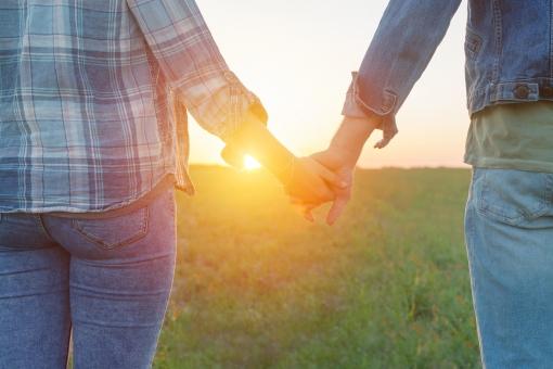 草原のカップル12の写真