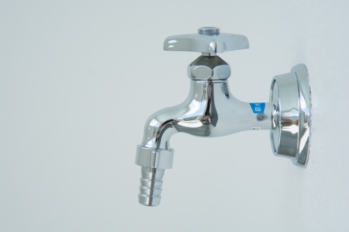 蛇口 水道 水道水 金属 捻る 水 ひねる みず ウォーター 濡れる 渇き 水やり 飲む 野外 洗車 洗う 潤う 節水 エコ