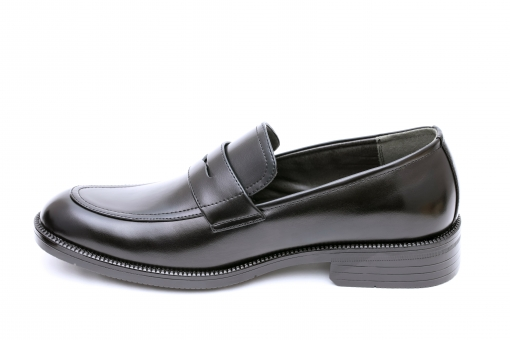 シューズ 靴 革靴 革 レザー 革製品 履物 雑貨 黒 ブラック ビジネス ビジネスシューズ メンズシューズ 一足 メンズ 紳士靴 男物 男性用 男 ファッション ゴム 余白 アップ 紐なし 一つ 1つ 片方 無人 人物なし クローズアップ 白バック 白背景 白 背景 スタジオ撮影 スタジオ