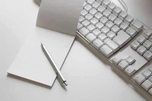 キーボード パソコン IT 白 オフィス コンピュータ 情報 テーブル ビジネス PC パーソナルコンピューター タイピング 事務 事務処理 office 会社 仕事 作業 勤務 働く Job インターネット Internet 特技 趣味 得意 秘書
