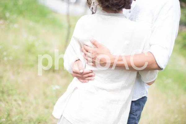 抱き合うの写真
