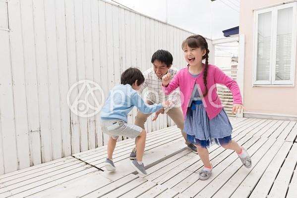 遊ぶ親子25の写真