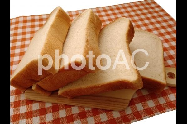 倒した厚切り食パン4枚の写真