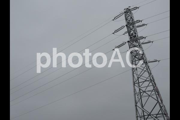 鉄塔と送電線 着雪の写真