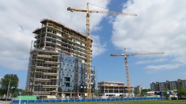 ビル 工事中 建築中 建設中 クレーン 未完成 高所 作業 仕事 働く 骨組 骨格 鉄筋 基礎 外国 海外 アムステルダム オランダ 外観