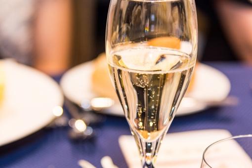 シャンパン 飲み物 アルコール コース 食前酒 ディナー 結婚式 フランス料理 料理 お酒 スパーリング ワイン クリスマス デート 恋人 カップル イブ