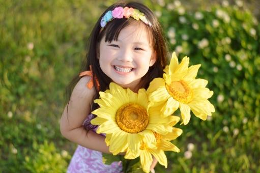 向日葵 ヒマワリ ひまわり 子供 子ども こども 笑顔 笑う 女の子 夏 mdfk023