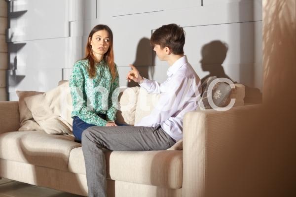 話し合うカップル12の写真