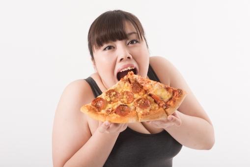 日本人 女性 ぽっちゃり 肥満 ダイエット 痩せる 痩せたい 目標 ビフォー アフター 太っている 太り気味 メタボ メタボリックシンドローム 脂肪 体系 ボディー 白バック 白背景 食べ物 食事 ピザ カロリー 食べ過ぎ 大食い Lサイズ 誘惑 食べる 食べている おいしい 我慢できない 正面 口を開ける 幸せ mdjf020