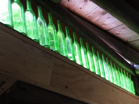 ビン 瓶 アンティーク 窓明かり 古い 古物 ヴィンテージ 窓あかり レトロ 照明 明かり 灯り インテリア 建物 装飾 明暗
