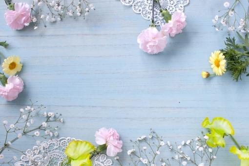 レースとお花のフレームの写真