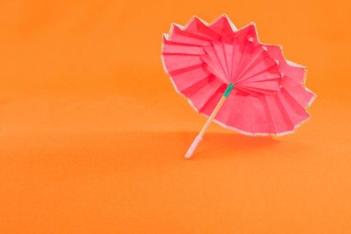 インテリア 遊び カラフル 和風 飾り 日本文化 工芸 色とりどり 和紙 正月 年賀状 クラフト 正月飾り 折り紙 番傘 年賀 千代紙 小物 伝統工芸 和風小物 縁起物 傘 華やか 和雑貨 迎春 おりがみ 色鮮やか かさ 和傘 ディスプレイ 艶やか 純和風 華やぐ