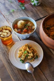 野菜スープ スープ ポタージュ タブレサラダ タブレ タブーレ サラダ クスクス 食卓 ダイニングテーブル フランス料理 地中海料理 パスタ 郷土料理 コップ お茶