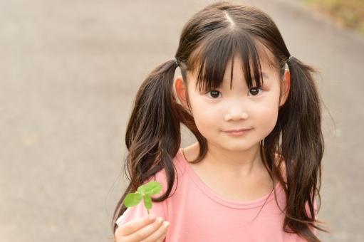クローバー 女の子 可愛い 子供 こども 子ども 3歳 日本人 よつば 四葉 しあわせ mdfk023