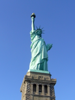 New York ニューヨーク 海外 外国 アメリカ USA 旅行 観光 自由の女神 Statue of Liberty シンボル 像 マンハッタン Manhattan 空 青空 晴天 青 象徴