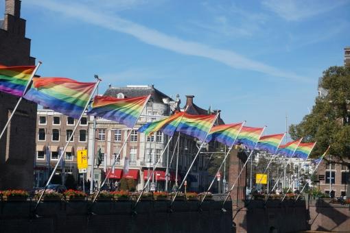旗 フラッグ ゲイ GLBT レズビアン トランスジェンダー バイセクシャル 青空 オランダ 外国
