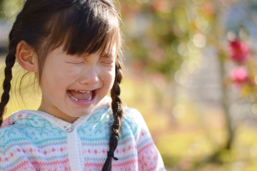 泣く 泣き顔 涙 悲しい 痛い 子供 こども 子ども 女の子 12月 冬 日本人