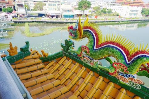 高雄 蓮池潭 龍虎塔から風景の写真