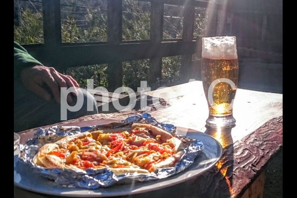 ピザ ビールの写真