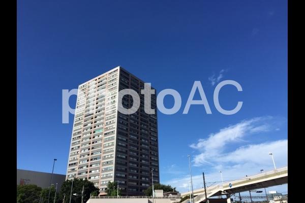駅前のマンションの写真