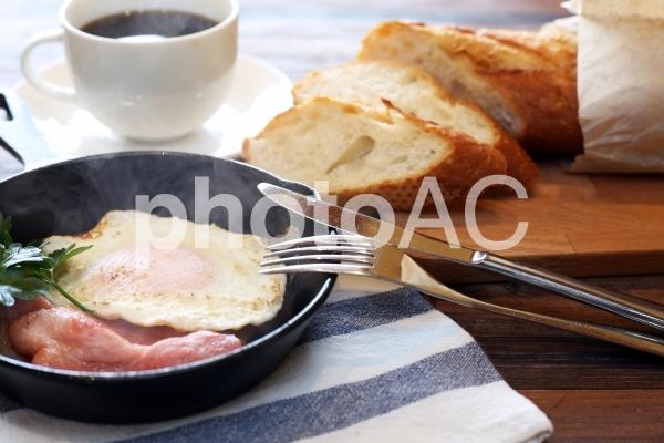 スキレットで朝食の写真