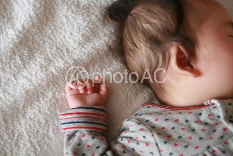 眠っている赤ちゃんの写真