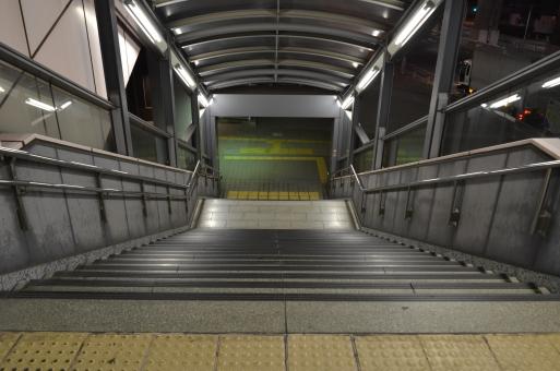 駅の階段の写真