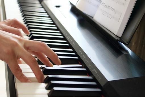 ピアノ piano 練習 レッスン 教室 ピアノ教室 教師 ピアノ教師 生徒 発表会 コンサート クラシック ジャズ 稽古 習い事 楽譜 五線譜 インテリア 室内 部屋 コピースペース 楽器 演奏 鍵盤 キーボード 電子ピアノ 趣味