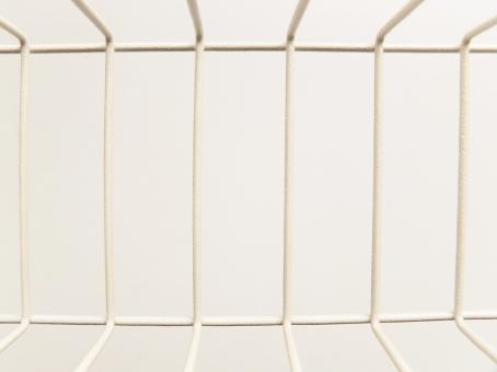 ワイヤー ワイヤーラック ワイヤーバスケット 針金 容器 かご カゴ 収納雑貨 洋風インテリア テクスチャ テクスチャー 金属 オフホワイト ナチュラル雑貨 入れ物 背景 バックグラウンド