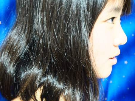 美少女の横顔の写真