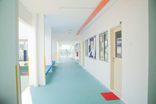 マレーシア 海外 外国 旅行 東南アジア アジア マレー半島 ボルネオ島 ASEAN クアラルンプール プトラジャヤ ジョホールバル 子 子ども 子供 幼児 幼稚園 学校 保育園 児童館 廊下 まっすぐ 真っ直ぐ キレイ 清潔