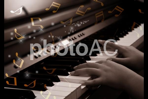 ピアノの練習 キラキラ合成の写真
