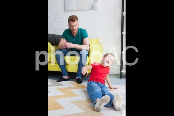 怒る娘とお父さん6の写真
