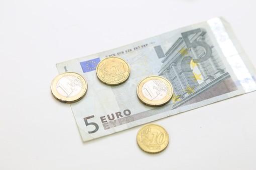 お金 現金 紙幣 コイン お札 マネー 貨幣 外貨 海外紙幣 通貨 為替 流通 ビジネス 金融 経済 ヨーロッパ 国際 国際交流 情勢 国際情勢 金利 外貨取引 旅行 海外 ユーロ 欧州