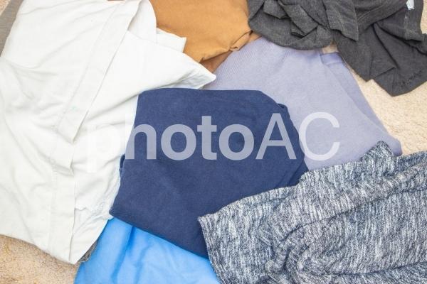 たくさんの服の写真
