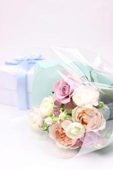 花 植物 薔薇 ばら バラ 綺麗 美しい 切花 切り花 花びら 花束 フラワーアレンジメント プレゼント ギフト ギフトボックス りぼん ホワイトデー