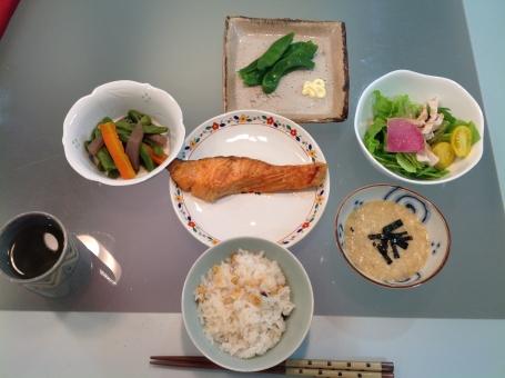 介護食 健康食 バランス食 夕食 老人食 鮭 とろろ 管理栄養士 調理師 献立 メニュー 配膳 厨房 栄養 料理 調理 和食 魚 病院