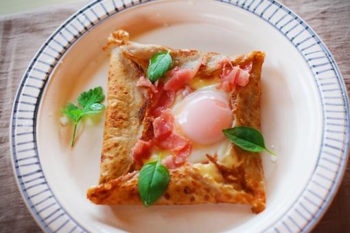 ガレット がれっと galette そば粉 フランス料理 フランス家庭料理 郷土料理 クレープ 朝食 朝ご飯 生ハム タマゴ 卵焼き あさごはん 朝ごはん バジル