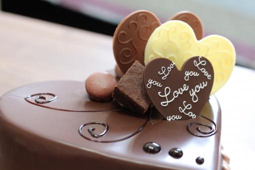 ハートのチョコレートケーキの写真