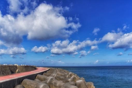沖縄 トロピカルビーチ ビーチ リゾート 海 青空 雲 夏 夏休み 宜野湾市 防波堤