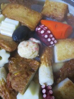 ちくわ さつま揚げ 人参 たこ タコ 蛸 ちくわぶ 練り物 つみれ しいたけ 煮物 和食 鍋 和食 屋台 冬