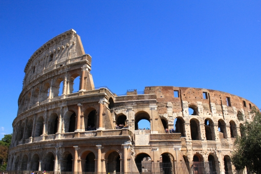 イタリア イタリアン ローマ ローマ帝国 有名 観光地 コロッセオ フォロ ロマーノ フォロロマーノ フォロ・ロマーノ 彫刻 キレイ きれい 綺麗 うつくしい 美しい カッコいい かっこいい 青空 あおぞら 快晴 晴天 ヨーロッパ 旅行 世界一周 新婚旅行 イタリア旅行 散策 散歩 芸術的 芸術 素敵 素晴らしい コロッセウム 歴史的 世界遺産 豪華な たくさんの コピースペース 凛々しい 鮮やか 遺産 遺跡 歴史遺産 闘技場 殺し合い 古代 古代ローマ テルマエロマエ 阿部寛 テルマエ 伝説 撮影 撮影スポット 超有名 有名な ロマン