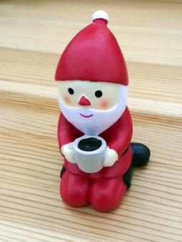 サンタクロース サンタ さんた 赤 赤い服 12月 くりすます 12月 白 白いひげ 笑顔 スマイル コーヒー 休憩 ほっとする かわいい 正座 Coffee COFFEE 笑 ほっこり ホッコリ キュート のんびり 休む 暖かい あたたかい イブ プレゼント 和む